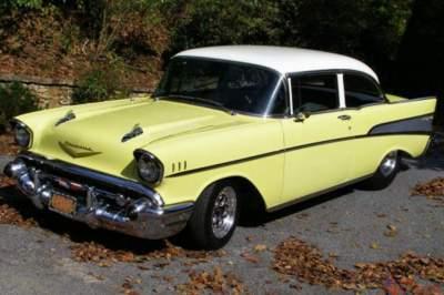 Chevrolet показала ретро-автомобиль с золотой отделкой