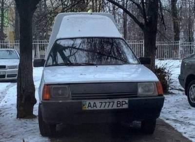 По Киеву ездят одинаковые Таврии с мажорными номерами