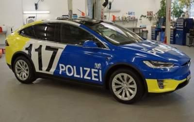 Швейцарских полицейских пересадили на новые Tesla