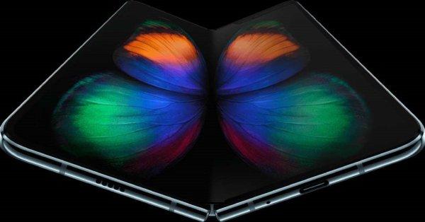 Развивает рынки складных дисплеев: Samsung обеспечит гибкими экранами Apple и Google